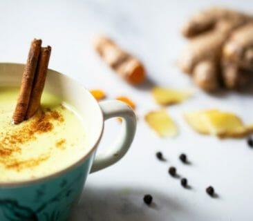 Blog Luna Herbs Wildkräuter_Frische Kurkuma Paste für Goldene Milch