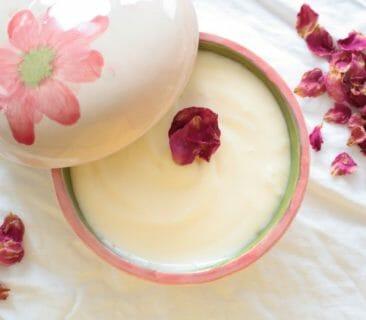 Luna Herbs_Wildkräuter Blog_Leichte Bodylotion selber machen – mit Rosenöl100